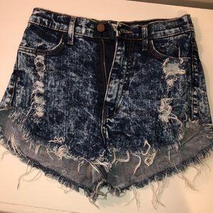 White-washed cut off shorts